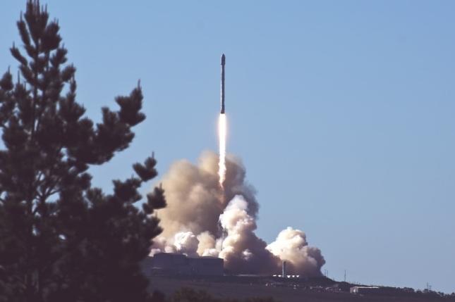 launch-rocket-sky