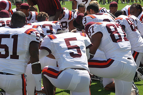 Tyrod Taylor during pregame prayer